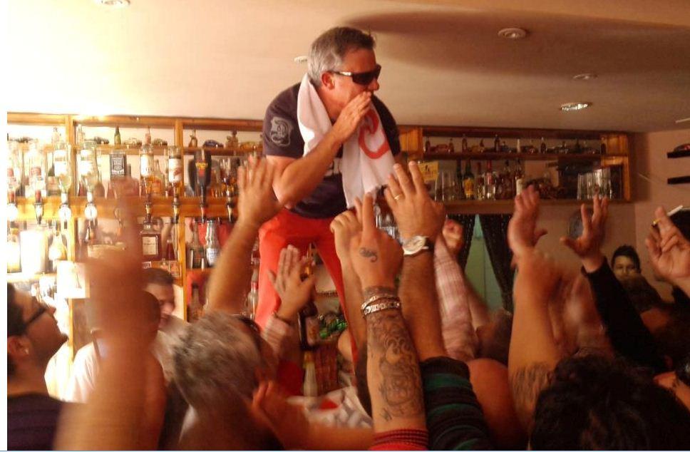 Jeffrey Pullicino Orlando drunk on the bar_10 March 2013