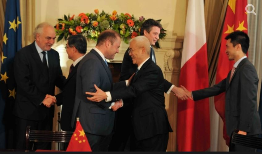 Energy Minister Konrad Mizzi is here seen shaking Cheng Chen's hand immediately after the Chinese government's power company signed its deal to buy the Delimara power station and 33% of Enemalta, in March 2014. The prime minister and deputy prime minister are also in the photograph. Cheng Chen led the Accenture team which worked on the due diligence and negotiations leading up to the deal. Corrupt accountant Brian Tonna set up a secret offshore company for the Energy Minister in Panama and, concurrently, another one for Cheng Chen in the British Virgin Islands.