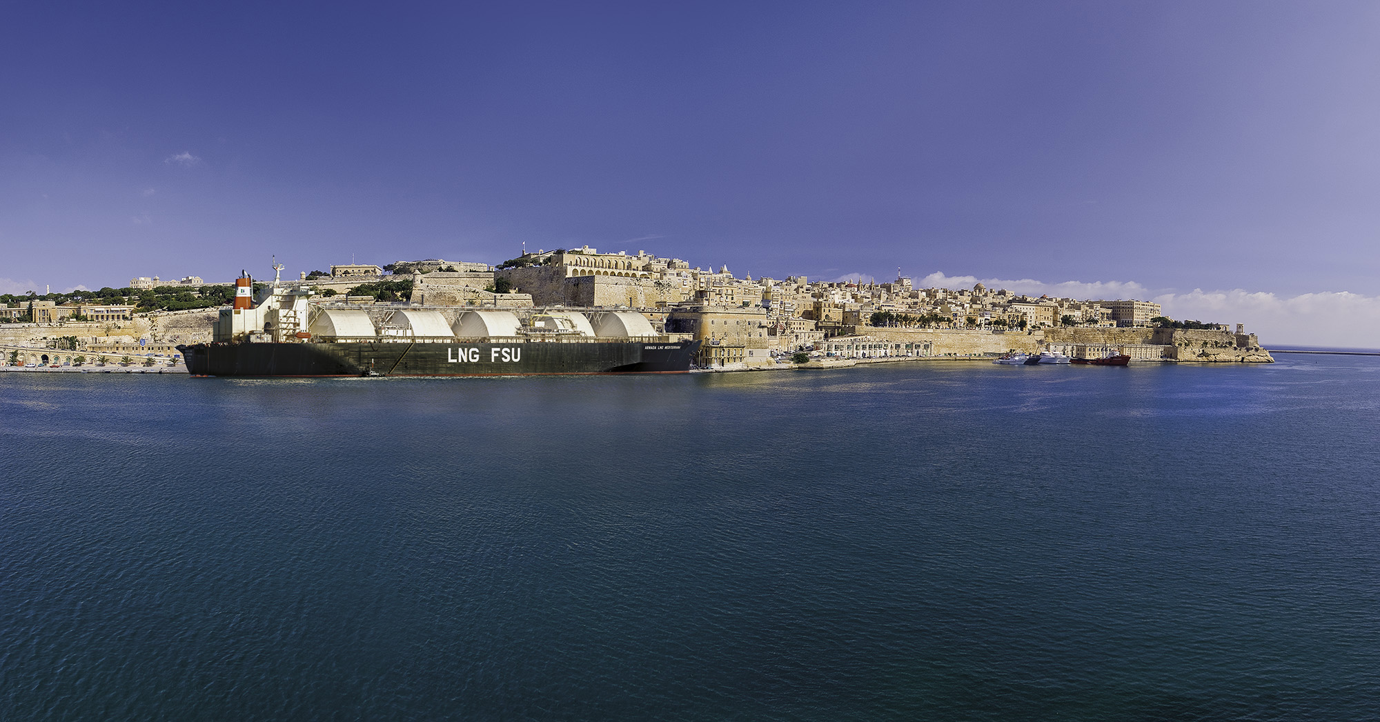 valletta-with-lng-tanker